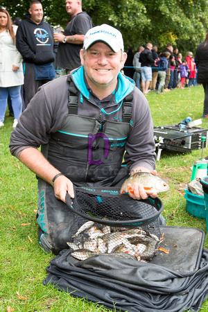 Dean Barlow with his winning 9-10-0 from peg 6